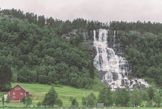 Cascada de Tvindefossen