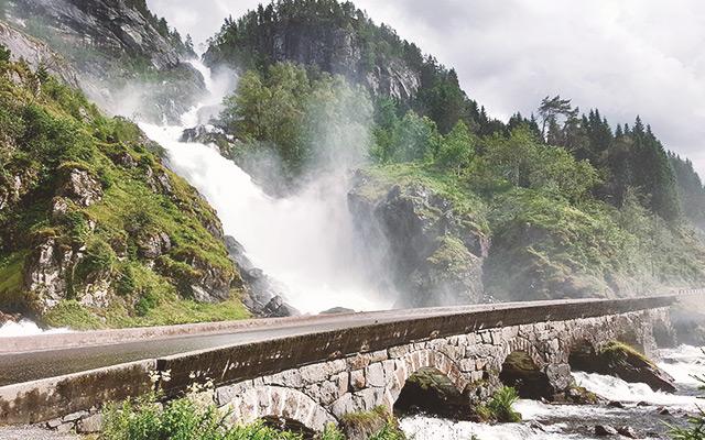 Cascada de Låtefossen